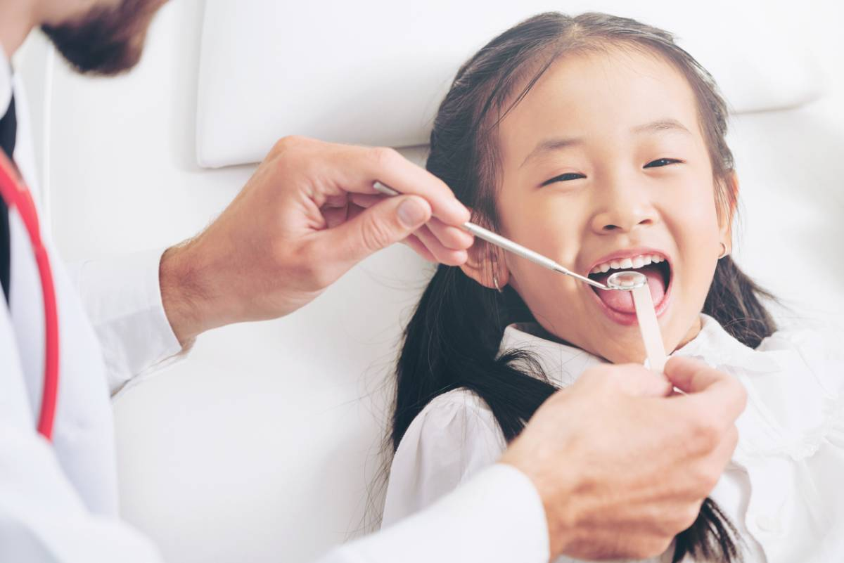 Guide to your child's first dental visit.